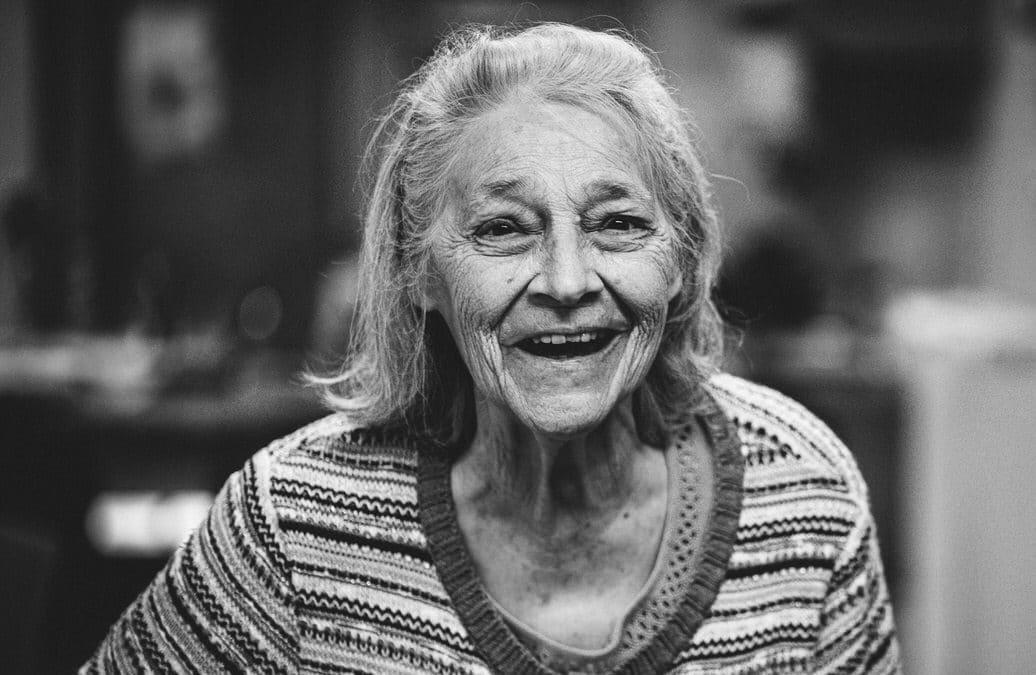 Emotionale Foto-Reportagen von alten Menschen mit Demenz